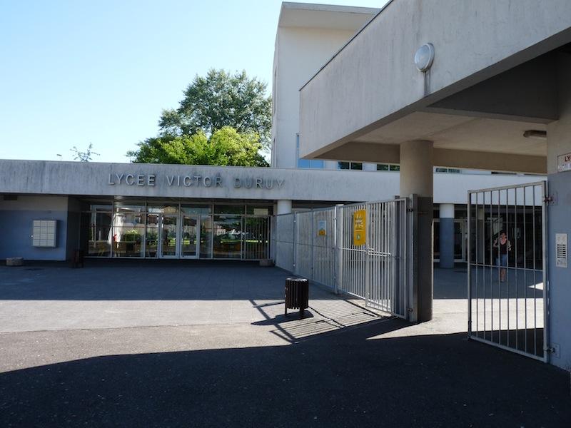 Entrée principale du lycée